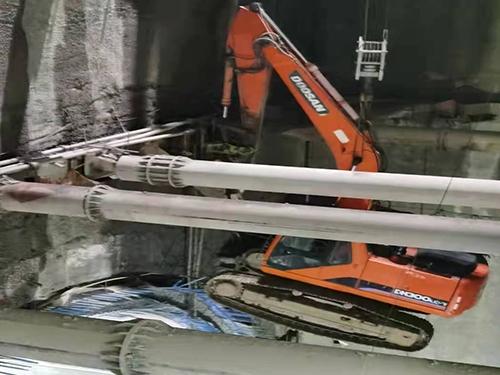 庄河挖掘机地铁施工